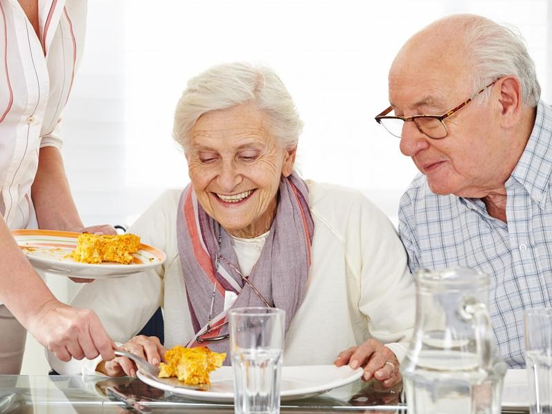 Qué hacer cuando los mayores no quieren comer