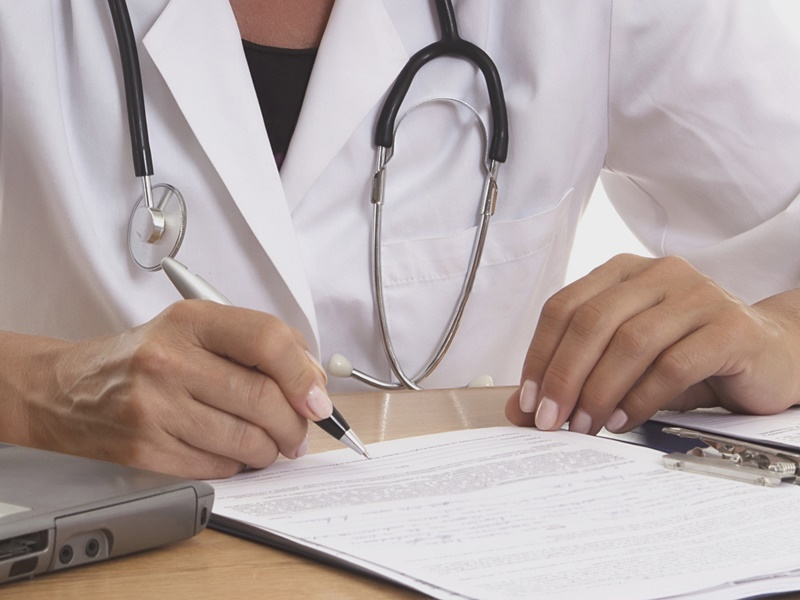 Empleada de hogar: ¿Cómo funciona una baja médica por enfermedad?