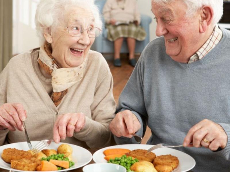 La dieta ideal en las personas mayores para conseguir una correcta nutrición